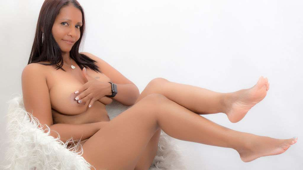 Watch the sexy curvyebonygodde from LiveJasmin at GirlsOfJasmin