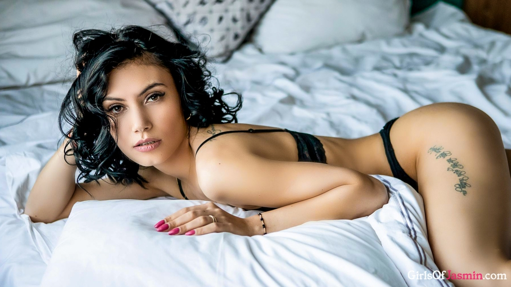 Roselline's profile from LiveJasmin at GirlsOfJasmin'